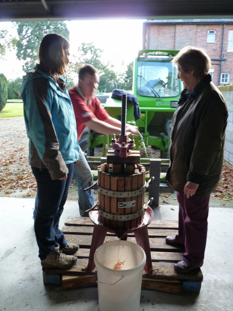making apple juice