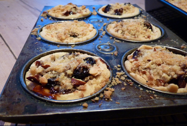 mince pies with crumble topping