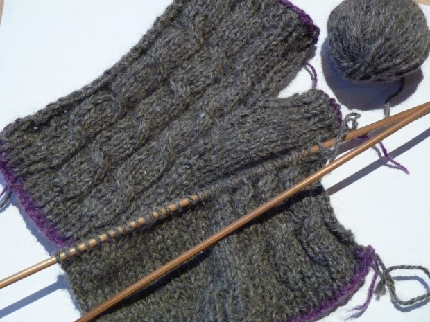 knitting fingerless mittens
