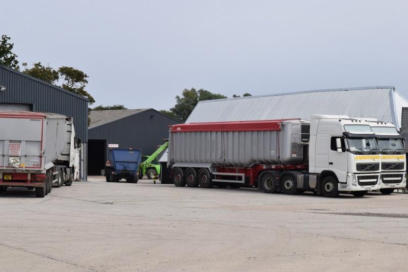 farm24 loading wheat