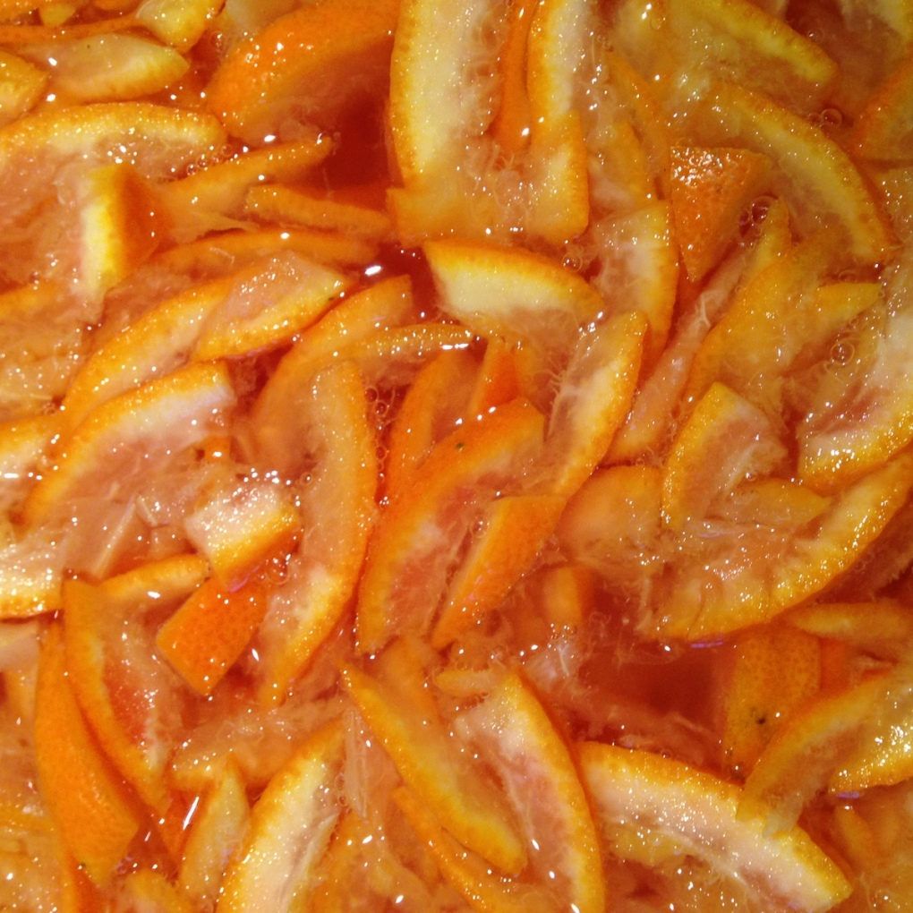 sliced oranges for marmalade